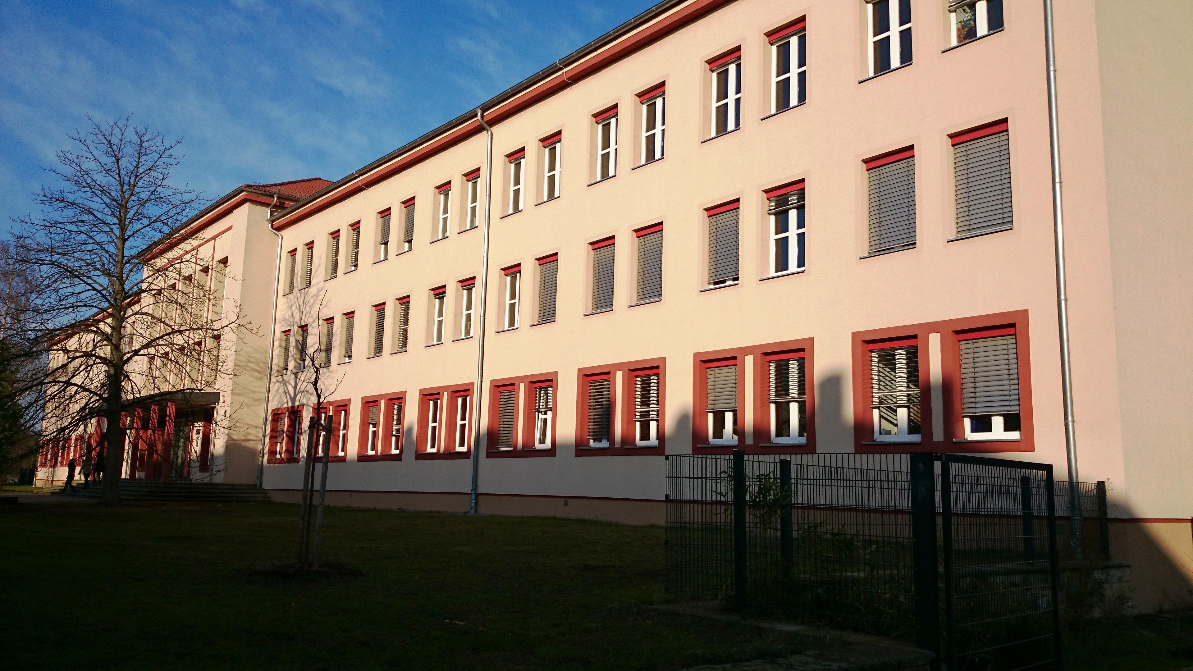 Gemont, Schulgebäude